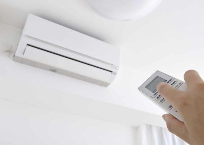 photo-montrant-bloc-climatisation-télécommande-menton